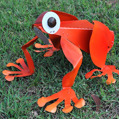 Frog scupture by Teangi